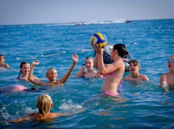 Игры на пляже и в море